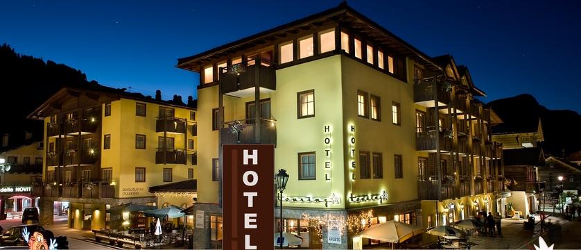 italy_livigno_hotel-touring_exterior-at-night.jpg